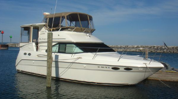 Sea Ray 370 Aft Cabin