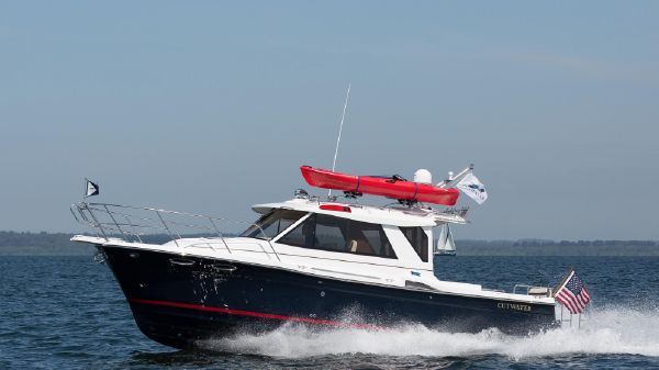 Cutwater C28 Luxury Edition C28 Cutwater under way