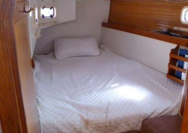 Catalina 42' 3-Cabin image