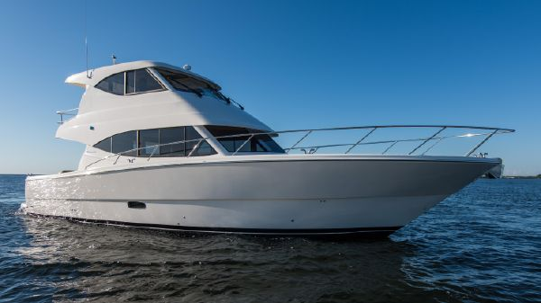 Maritimo Yachts M51 Starboard Bow