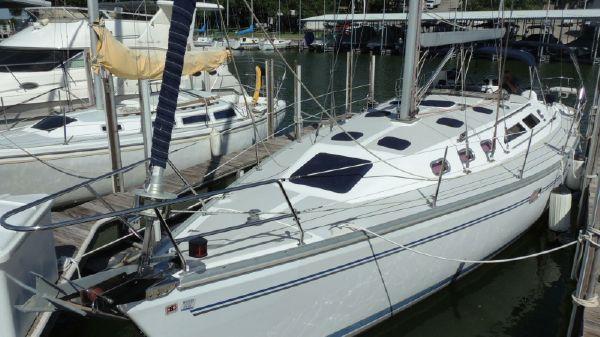 Catalina 400 MkII Port Bow