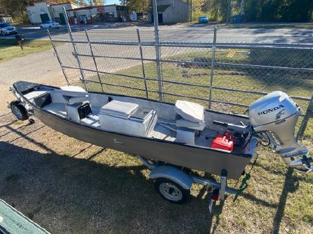 Jon Boat 16ft image