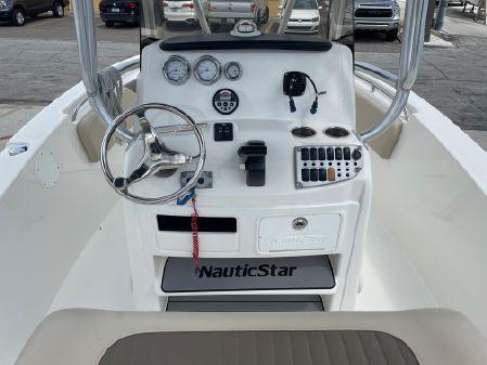 NauticStar 2000XS image