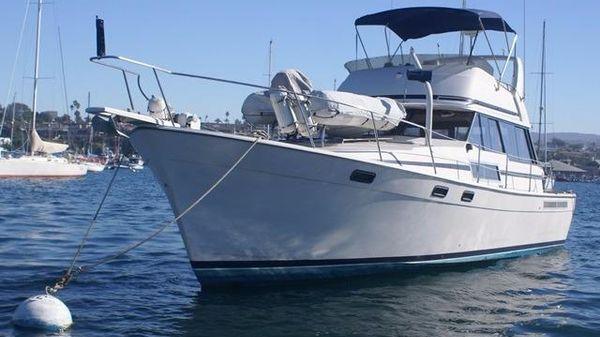 Bayliner 3888 Motoryacht On the Water Profile