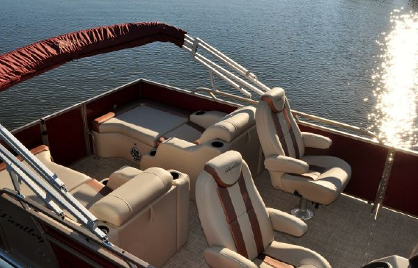 2018 Bentley Pontoons 220 Elite Rear Lounger