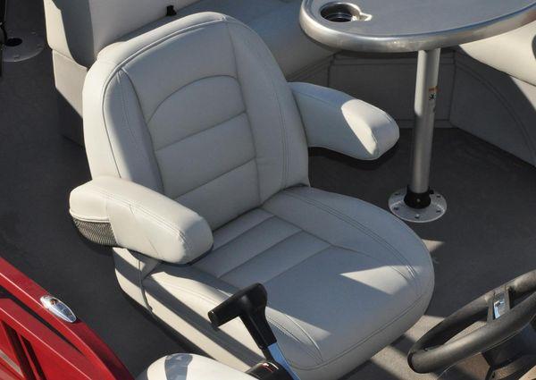 Bentley Pontoons 243 cruise image
