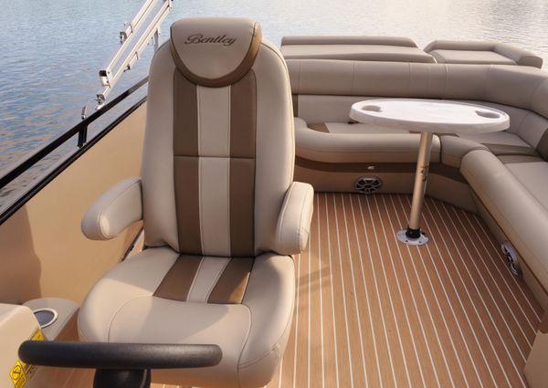 Bentley Pontoons 250 Elite image