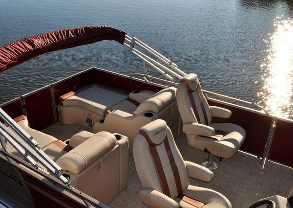 Bentley Pontoons 253 Elite Rear Lounger image