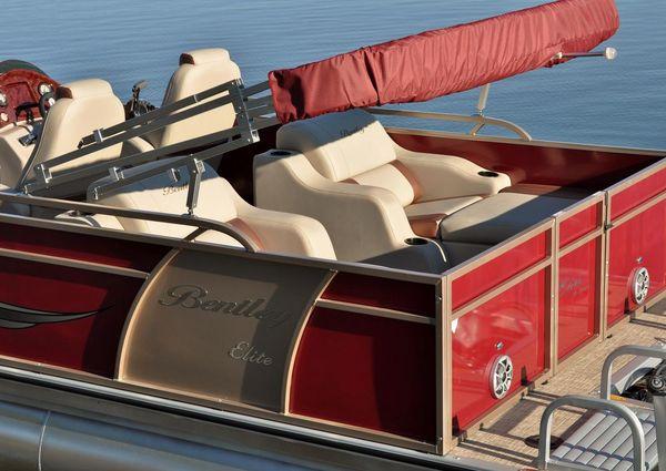 Bentley Pontoons 250 Elite Rear Lounger image