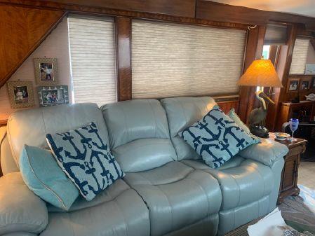 Hatteras Motor Yacht Flybridge image