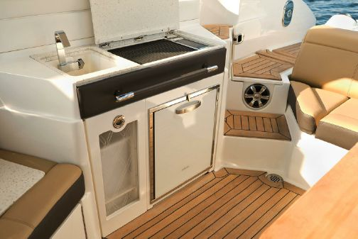 Sea Ray SLX 350 image