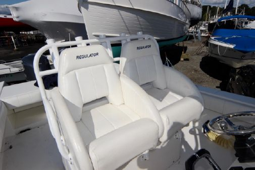Regulator 32 Center Console image
