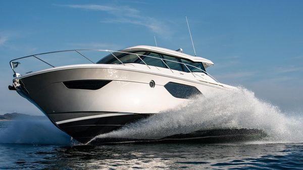 Tiara Yachts C49