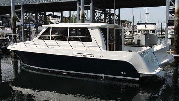 Navigator Californian Sedan Navigator Californian - Exterior Profile