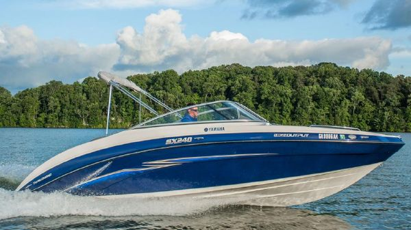 Yamaha Boats SX240 HO Manufacturer Provided Image