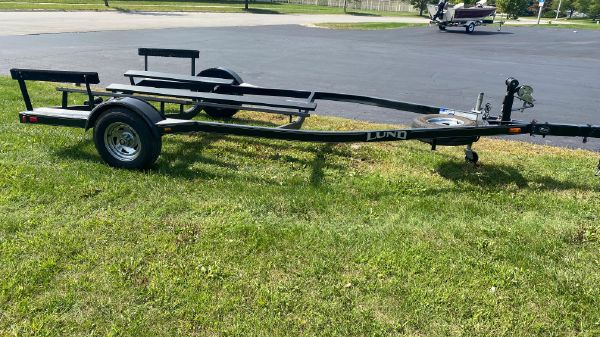 Trailer EZ Loader Bunk Trailer 20'