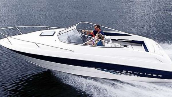 Bayliner 2352 Capri LS Manufacturer Provided Image