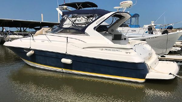 Regal 3560 COMMODORE 2005 35 Regal 3560 With Blue Hull