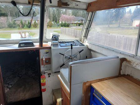 Dean 30 Flybridge Sedan image