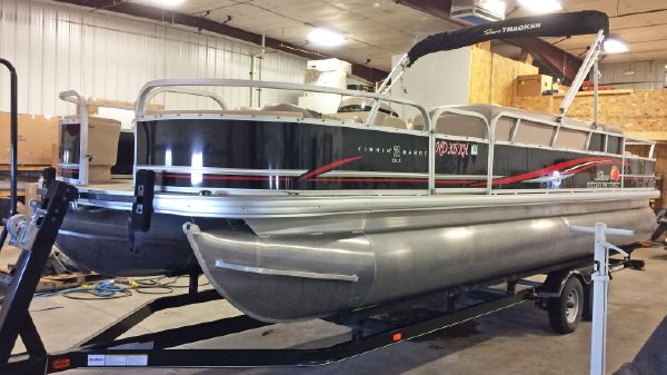 Sun Tracker Fishin Barge 24DLX