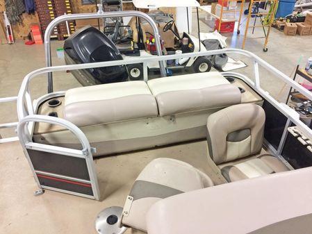 Sun Tracker Fishin Barge 24DLX image