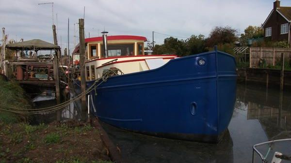 Barge Luxe Motor Boat