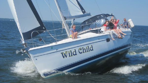Hunter 45 Deck Salon Sailing on a Great Day!