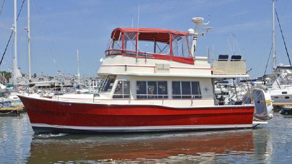 Mainship 400 Trawler Port Side