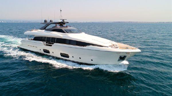 Ferretti Yachts 2016