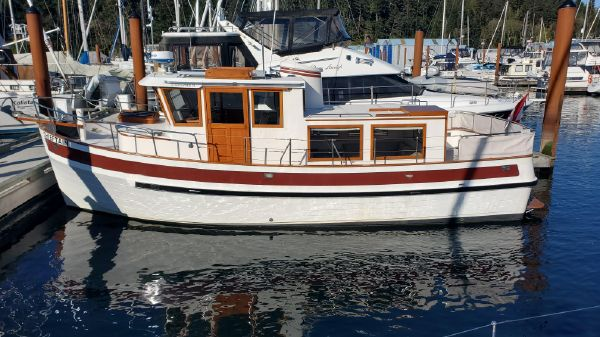 Sundowner Tug 32