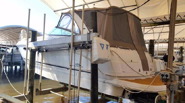 Chaparral Signature 330 Stern
