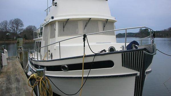 Nordic Tug Flybridge DSCN2155.JPG