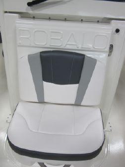 Robalo R272 Center Console image