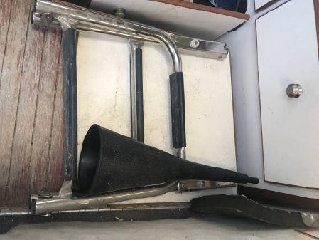 Bayliner 2509 Trophy Walkaround image
