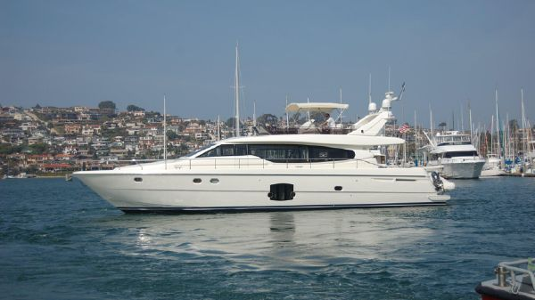 Ferretti Yachts 630 slipping away from port