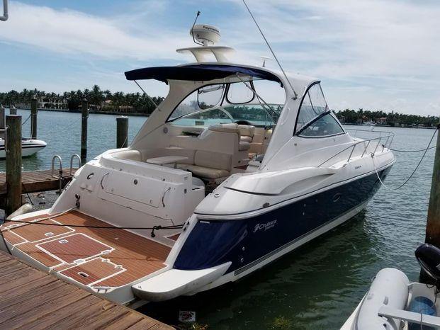 2005 Cruisers Yachts