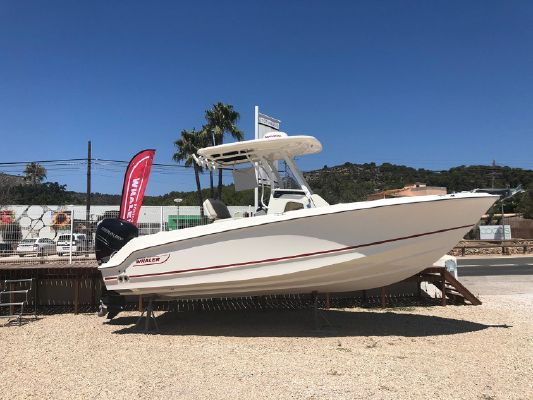 Boston Whaler 230 Outrage - main image