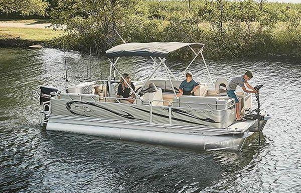 2020 Angler Qwest 824 Family Fish LT
