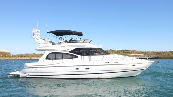 Cruisers Yachts 5000