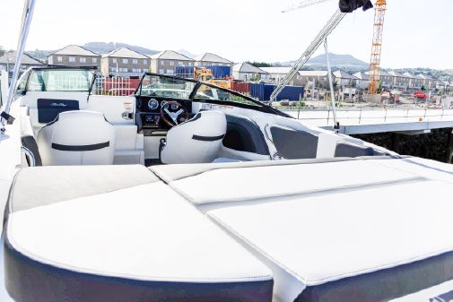 Sea Ray Sun Sport 230 image