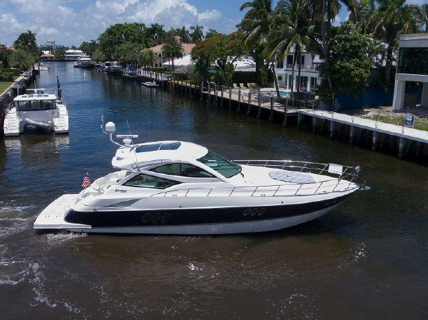 2012 Cruisers Yachts