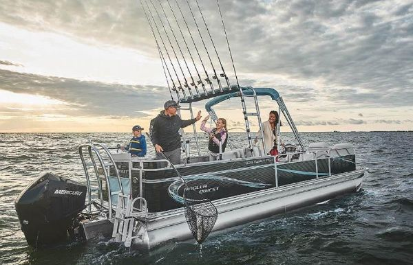 2020 Angler Qwest 824 Family Fish Pro