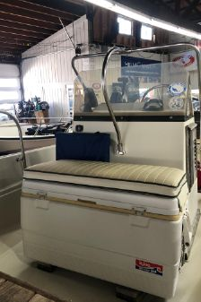 Boston Whaler 17 Montauk image