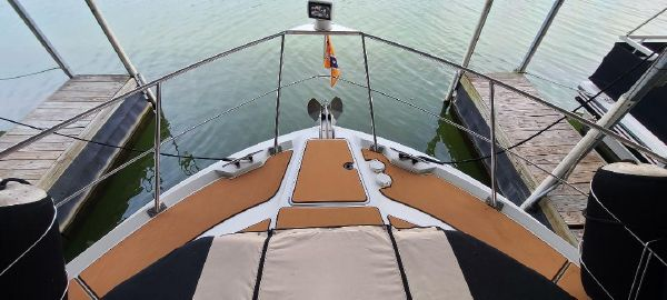 Carver 405 Double Cabin Motor Yacht image