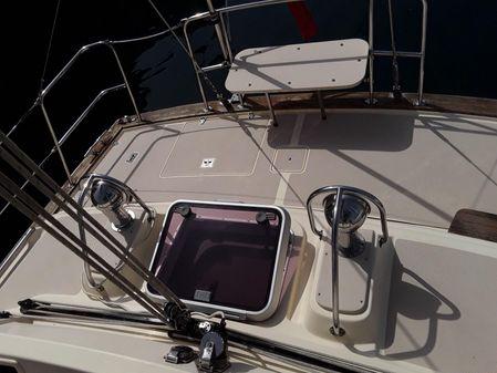 Island Packet 445 image