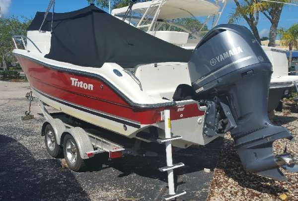 TRITON BOATS TRITON 2286 WALK AROUND CUDDY image
