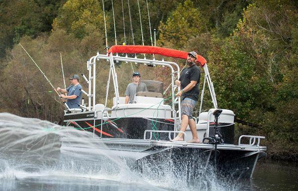 2020 Angler Qwest 822 Striper