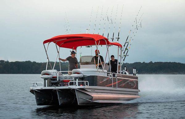2020 Angler Qwest 824 Striper