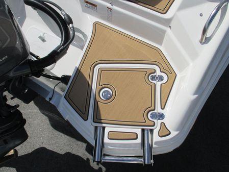NauticStar 243DC Sport Deck image
