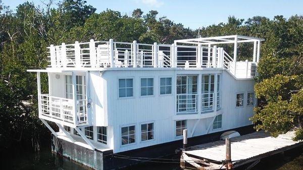 Sundance Houseboat